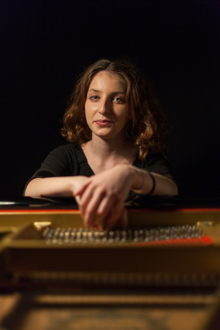 Martina Consonni was born in Como (Italy) on October 16th, 1997. She began studying piano when she was 6 years old and at the age of 14 she received a Diploma in Piano with full marks and the highest honors from the Vittadini C.jpg