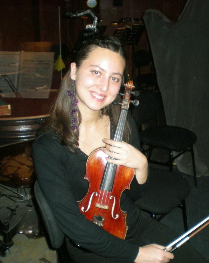 Ezgi Ergin Violin.JPG