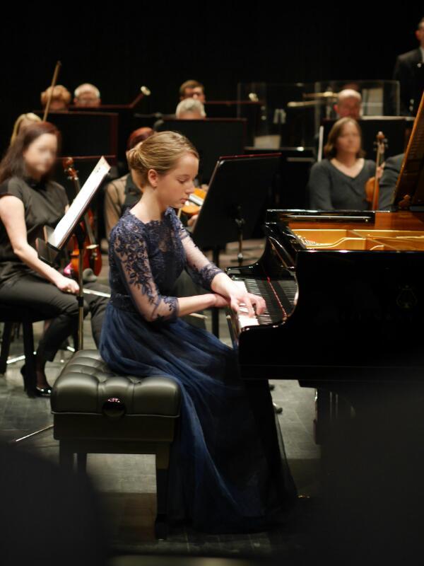 Karolina Sekula Pianist.jpg