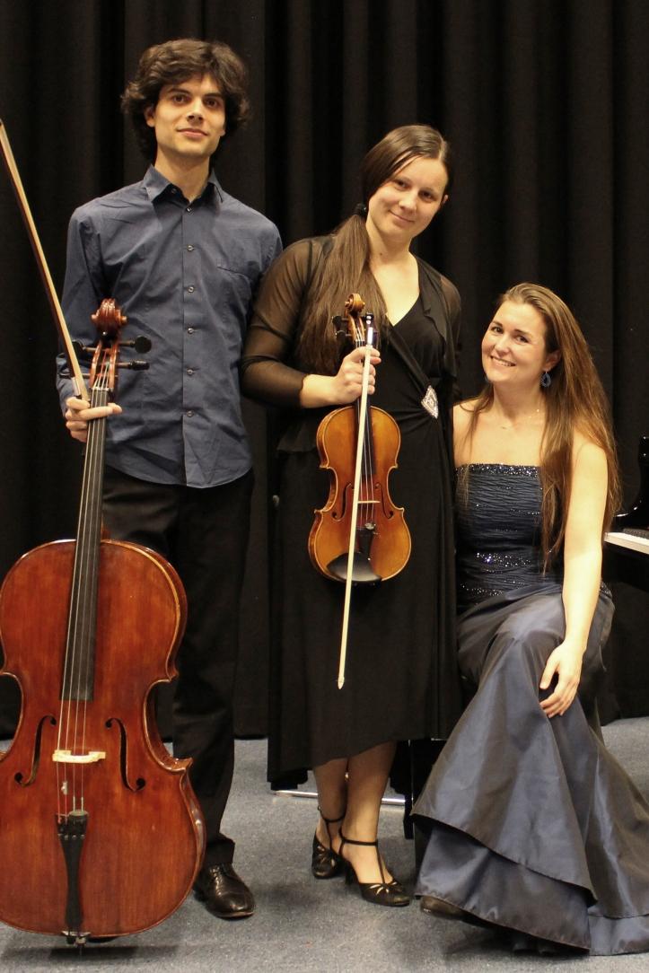 Maggiore Piano Trio staand